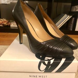 NINE WEST black leather pumps, like new!!
